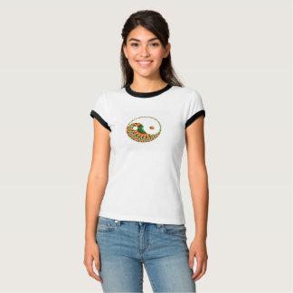 渦巻くオレンジおよび緑のおもしろいの陰陽のモチーフ Tシャツ