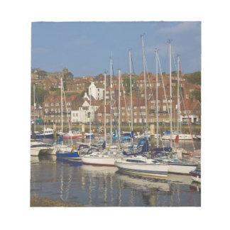 港、Whitby、ノースヨークシャー州、イギリス ノートパッド