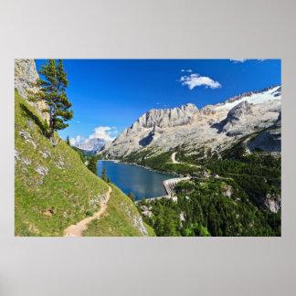 湖が付いているDolomiti - Fedaiaのパス ポスター