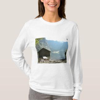 湖による材木の家 Tシャツ