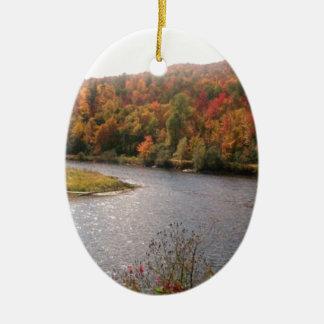 湖による秋 セラミックオーナメント