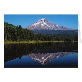 湖に反映される山のフード カード