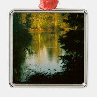 湖に反映する木 メタルオーナメント