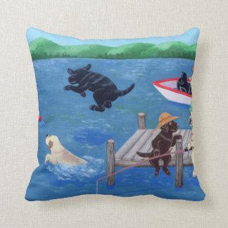 湖のおもしろいのラブラドールの絵を描くこと クッション
