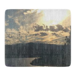 湖のまな板上の日没 カッティングボード