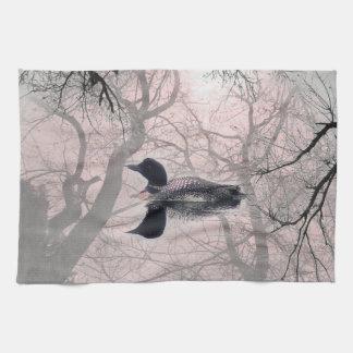 湖のピンクの台所タオルの白黒水潜り鳥 キッチンタオル