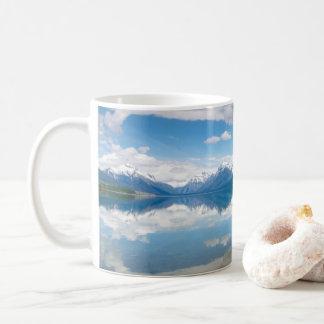 湖のマクドナルドのグレーシャー国立公園のマグ コーヒーマグカップ