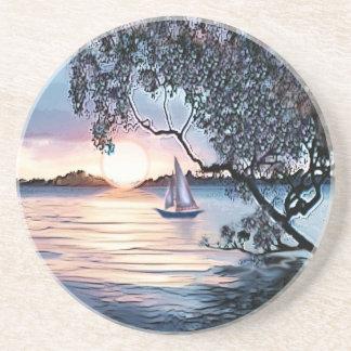 湖のヨットのコースター上の青い日没 コースター