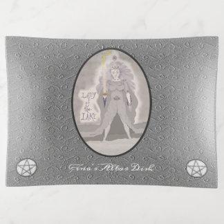 湖の女神の魔法使いの異教徒のウィッカ信者の女性 トリンケットトレー