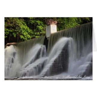 湖の孤独の滝、高い橋、ニュージャージー カード