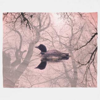 湖の投球毛布のピンクの白黒水潜り鳥 フリースブランケット