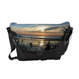 湖の日の出 メッセンジャーバッグ
