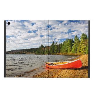 湖の海岸の赤いカヌー iPad AIRケース