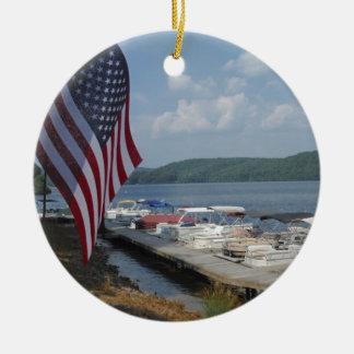 湖の矢じりのマリーナの米国旗 セラミックオーナメント