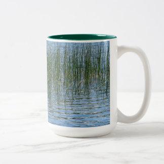 湖の草 ツートーンマグカップ