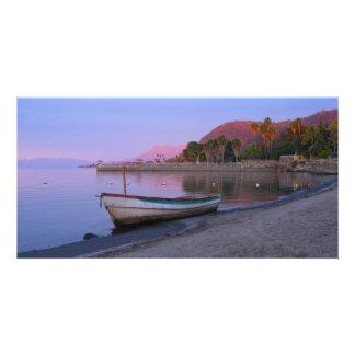 湖のChapalaの海岸の夜明け カード