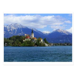 湖は島-スロベニアの宝物--を出血させました ポストカード