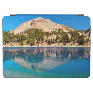 湖ヘレン、火山ラッセンの反射 iPad AIR カバー