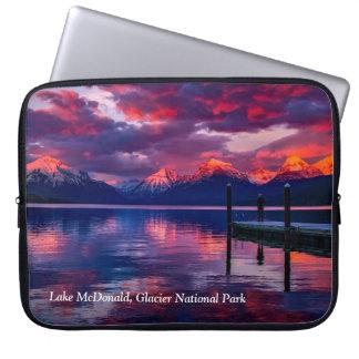 湖マクドナルドのグレーシャー国立公園の赤の空 ラップトップスリーブ