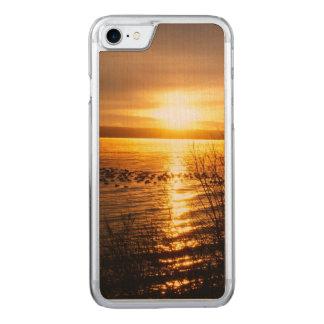 湖上のオレンジ日没 CARVED iPhone 8/7 ケース