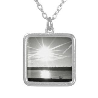 湖上の日の出 シルバープレートネックレス