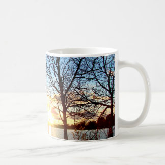 湖上の日没 コーヒーマグカップ