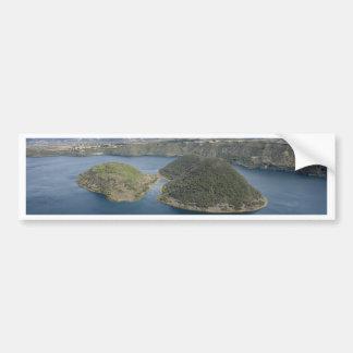 湖Cuicocha -エクアドルの火山crater湖 バンパーステッカー