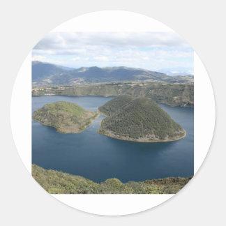 湖Cuicocha -エクアドルの火山crater湖 ラウンドシール