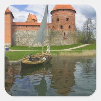 湖Galve、Trakai、リスアニアによる島の城 スクエアシール