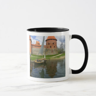 湖Galve、Trakai、リスアニアによる島の城 マグカップ