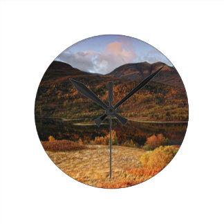 湖Leven、Glencoe、スコットランド ラウンド壁時計
