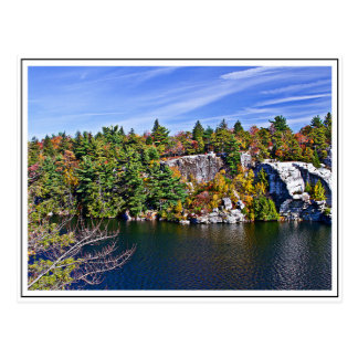 湖Minnewaskaのまわりの紅葉 ポストカード