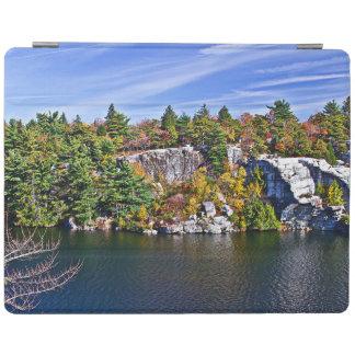 湖Minnewaskaのまわりの紅葉 iPad カバー