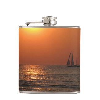 湾の日没 フラスク