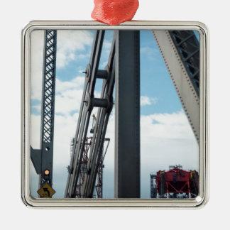 湾の橋および建築 シルバーカラー正方形オーナメント