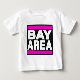 湾区域のピンク ベビーTシャツ