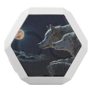 満月で遠ぼえしているオオカミのオオカミ ホワイトBluetoothスピーカー