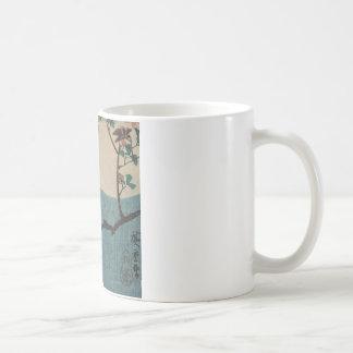 満月の下のかえでの枝の小さい角状フクロウ コーヒーマグカップ