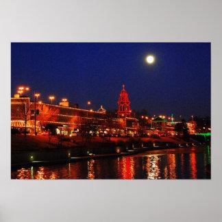 満月の下のカンザスシティの広場ライト ポスター