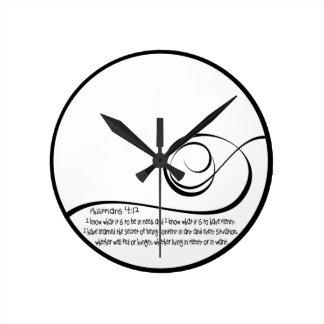 満足そうな時計 ラウンド壁時計
