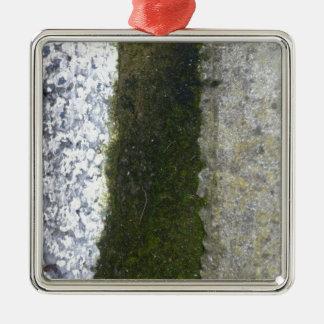 溝の屑 -- 具体的な溝が付いている粘着物 メタルオーナメント