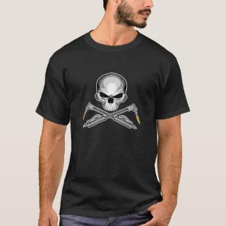 溶接工のスカルおよび交差させたトーチ Tシャツ