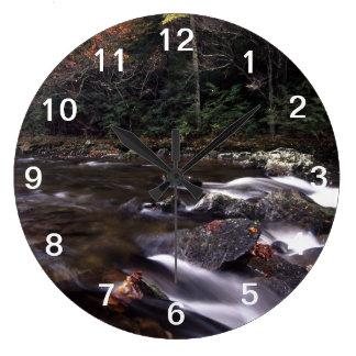 滝および紅葉 ラージ壁時計