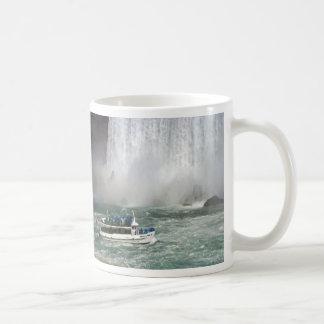滝に入る霧の女中 コーヒーマグカップ