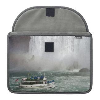 滝に入る霧の女中 MacBook PROスリーブ