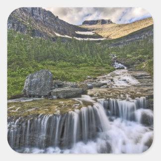 滝のように落ちる流れ、グレーシャー国立公園、 スクエアシール