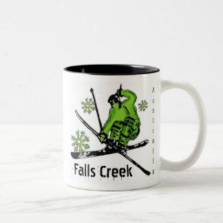 滝の入り江のオーストラリアの緑のテーマのスキーマグ ツートーンマグカップ