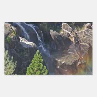 滝の流れの虹の滝 長方形シール