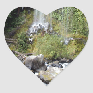 滝のMossbraeの滝の流れ ハートシール