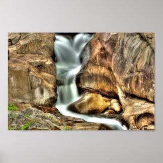滝、鳴き声渓谷、メイン ポスター